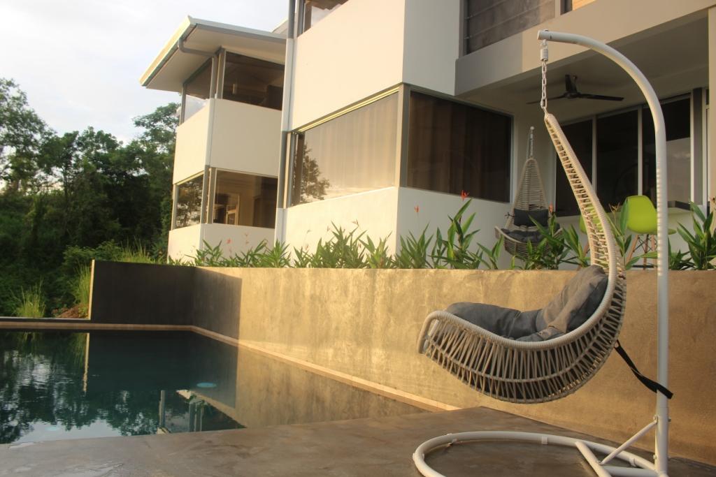 vue façade et piscine