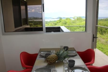 Table repas jacuzzi 1