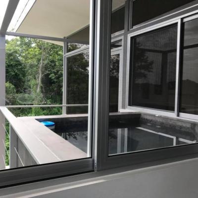 Appartement chambre King Size avec Jacuzzi sur le balcon, vue océan